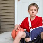 הילד שלכם נפצע בחופשת הקיץ? ניתן לתבוע!